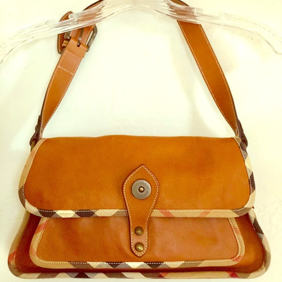 be82de7ad2fa Burberry Handbags - Leather Burberry purse and matching wallet